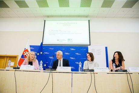 Sprava: Jarmila Freaud, členka Stálej delegácia SR pri UNESCO, Anna Plassat Muríňová, veľvyslankyňa Stálej delegácie SR pri UNESCO; Ivan Korčok minister zahraničných vecí a európskych záležitostí SR a Viera Grigová, generálna tajomníčka Slovenskej komisie pre UNESCO