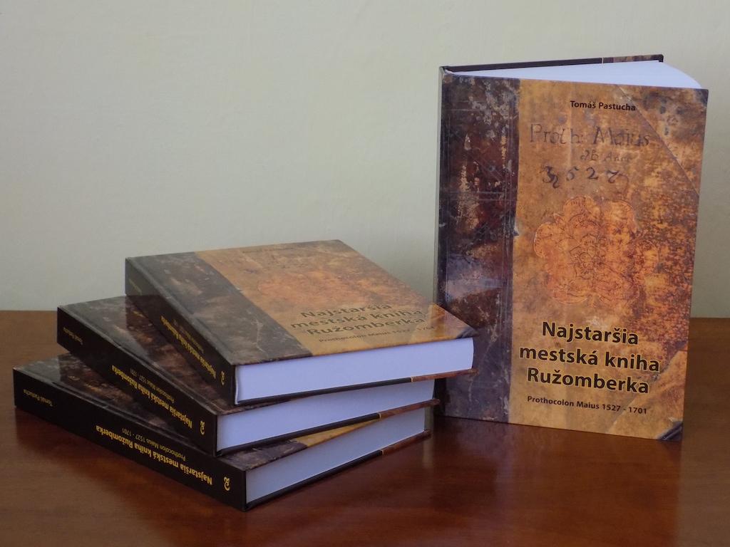 Vyšla publikácia o najstaršej mestskej knihe Ružomberka